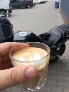 Latte w Motoracer Caffe